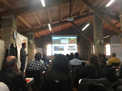 La sesión ha tenido lugar en la Masia de Can Serra .