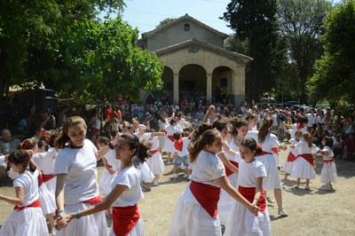 Danzas participativas en la fiesta del año pasado (foto: Localpres).
