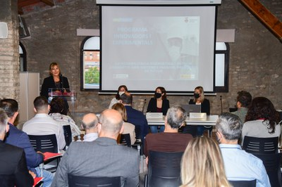 La alcaldesa en el momento de abrir el encuentro (foto: Ayuntamiento de Rubí - Localpres).