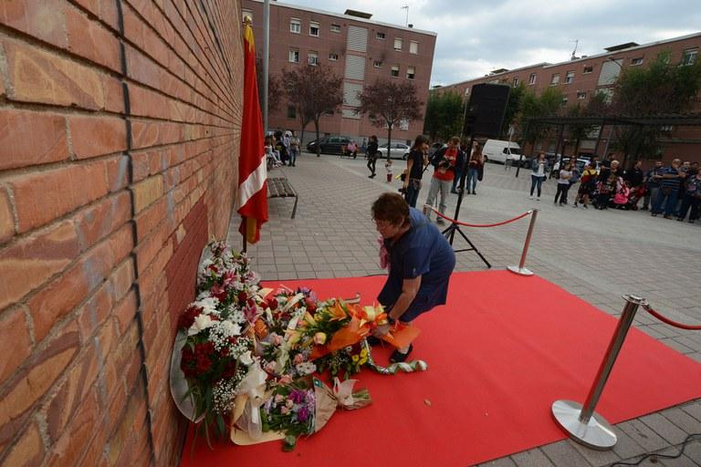 Ofrenda floral de la AV Rubí 128 (foto: Localpres)