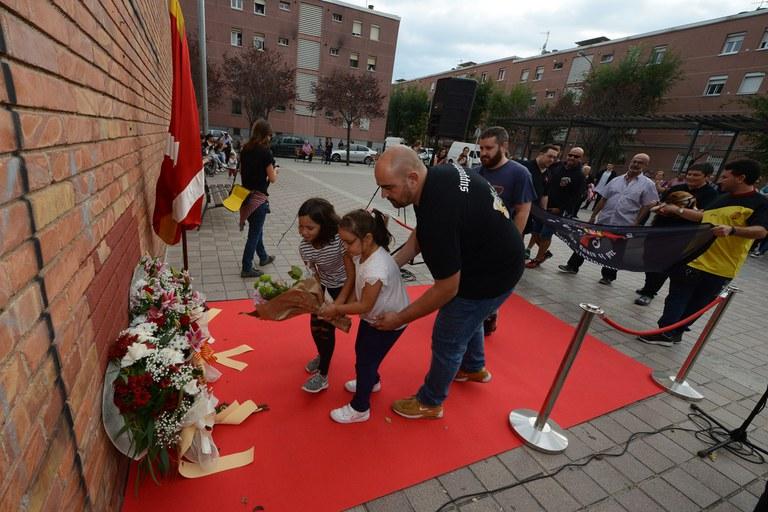 Ofrenda floral de los Supporters 25 de Setembre (foto: Localpres)