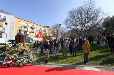 La ofrenda floral ha tenido lugar este domingo (foto: Ayuntamiento de Rubí - Localpres).