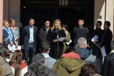 La lectura del manifiesto institucional ha tenido lugar este martes en la plaza Pere Aguilera (foto: Localpres).