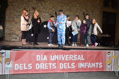 Lectura del manifiesto del Día Universal de los Derechos de la Infancia del año pasado (foto: Localpres).