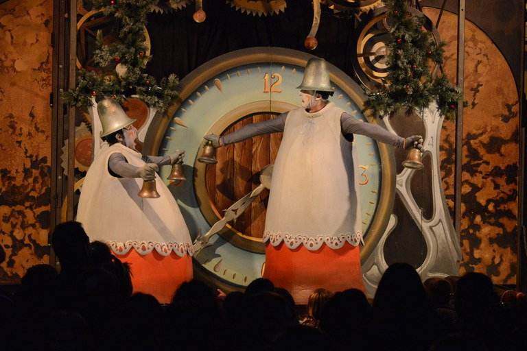 La compañía La Tal ha ofrecido el espectáculo 'Carilló de Nadal' (foto: Localpres)