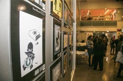 Estos días, el vestíbulo de la Biblioteca acoge una exposición sobre los derechos humanos (foto: Ayuntamiento – Lali Puig)