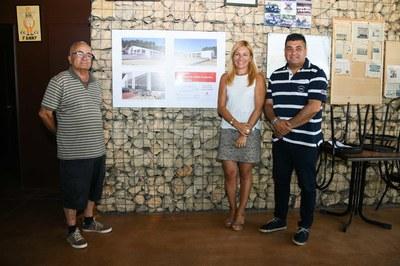 De izquierda a derecha: José Cubero, Ana María Martínez y Juan López, frente a las imágenes virtuales del cubrimiento de las pistas (foto: Ayuntamiento - Localpres).