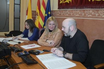 L'alcaldessa amb el regidor de cooperació i la representant de la CCAR  (foto: Ajuntament de Rubí – Localpres).