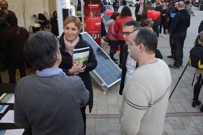 La alcaldesa y el concejal de Desarrollo Económico Local han visitado los diversos stands de la feria (foto: Localpres).