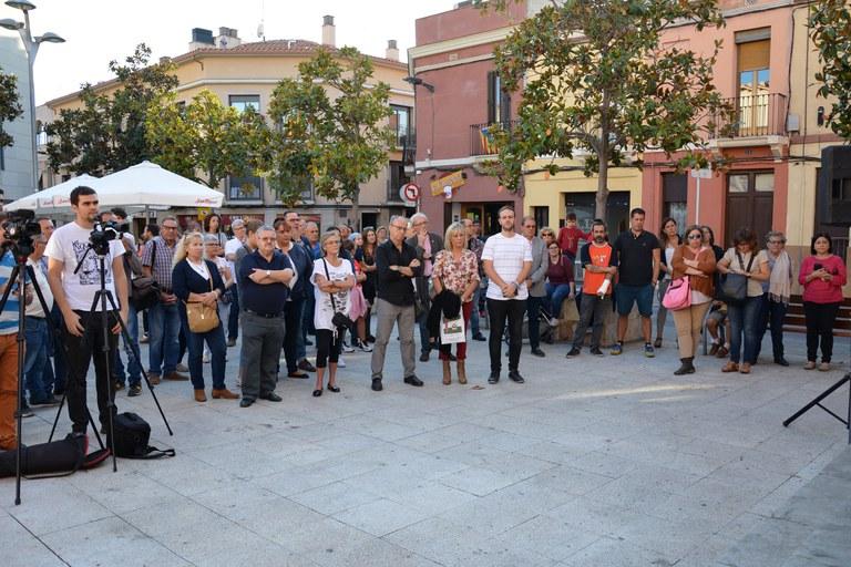 Ciudadanía congregada en la plaza del Ayuntamiento
