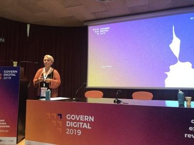 La responsable de los Servicios Informáticos Municipales, Mercedes Aguilar, durante su ponencia (Foto: Consorcio Administración Abierta de Cataluña).