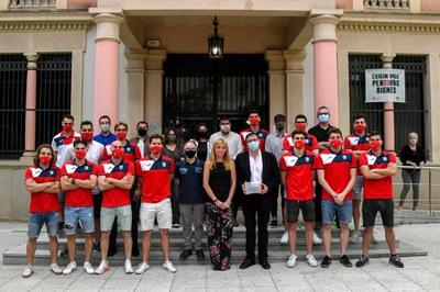 El equipo con la alcaldesa y algunos portavoces municipales (foto: Ayuntamiento de Rubí - Localpres).
