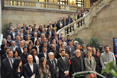 Todos los firmantes, en el Parlament de Catalunya (foto: Oficina del Síndic de Greuges).