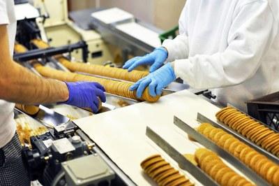 El programa se focalizará en las cadenas de valor de negocio Salud e industria auxiliar y Alimentación e industria auxiliar (foto: Ayuntamiento de Rubí).