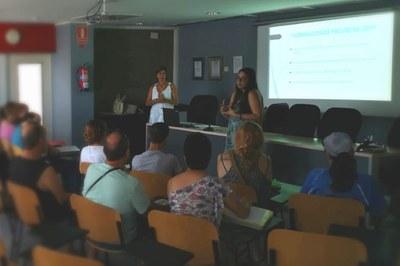 Las técnicas de la Fundación Grupo Hada han comenzado a trabajar con una sesión informativa en el auditorio del Rubí Forma.