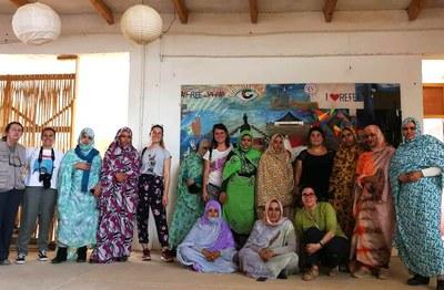 La delegación de Rubí en la escuela de arte del Sáhara (foto: edRa).