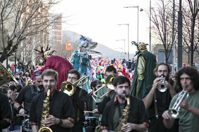 El desfile del sábado marca el momento más participativo del Carnaval (foto: Ayuntamiento de Rubí - Lali Puig).