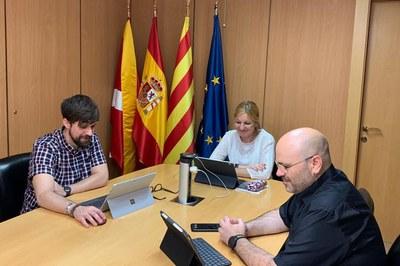 La alcaldesa, con los concejales de Promoción de la Ciudad y de Memoria Histórica (foto: Ayuntamiento de Rubí).