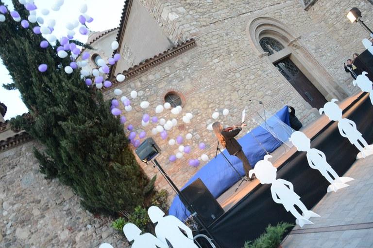 Momento del lanzamiento de globos (foto: Localpres)