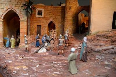 Rubí recupera la tradición de los dioramas del Calvario con una exposición en el Aula Cultural.