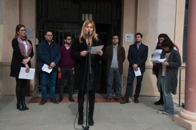 La lectura ha tenido lugar en las puertas del Ayuntamiento (Localpres).