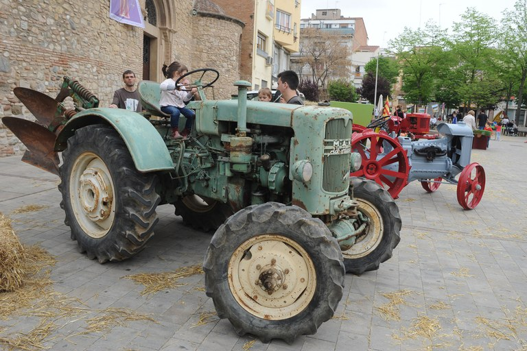 La plaza Doctor Guardiet fue el escenario de una muestra de maquinaria agrícola (foto: Localpres)