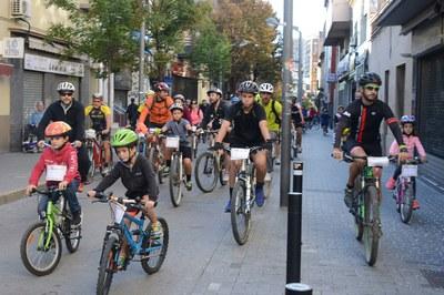 Cada año, centenares de rubinenses participan en la bicicletada organizada por el Mercado Municipal (foto: Localpres).