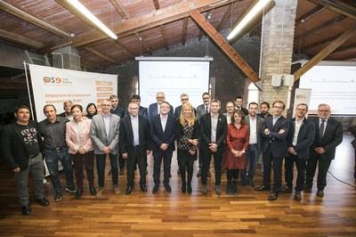 La firma ha tenido lugar a la Masía Can Serra (Foto:Ayuntamiento/Lali Puig).