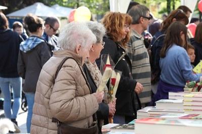 Las rosas, junto con los libros, son las grandes protagonistas de Sant Jordi (foto: Ayuntamiento - Lali Puig).