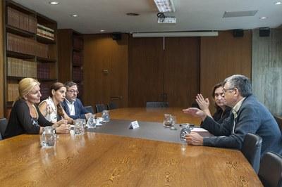 Las alcaldesas de Rubí y Vallirana, durante la reunión con la primera edil de Barcelona (foto: Cesar Font).