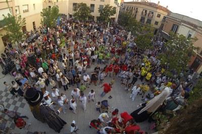 Ambiente de la plaza Pere Aguilera durante el pregón de la Fiesta Mayor 2014 (foto: Localpres).