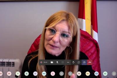 La alcaldesa en un momento de la sesión (foto. Ayuntamiento de Rubí).