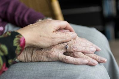 Rubí tendrá una guía contra el maltrato a las personas mayores.
