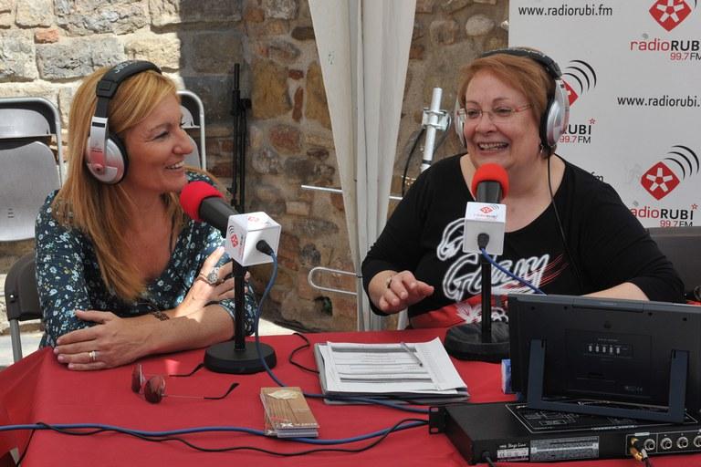 La alcaldesa ha pasado por el estand de Ràdio Rubí (foto: Localpres)