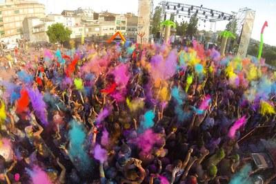 El festival Holi, todo un éxito de público (foto: Localpres).