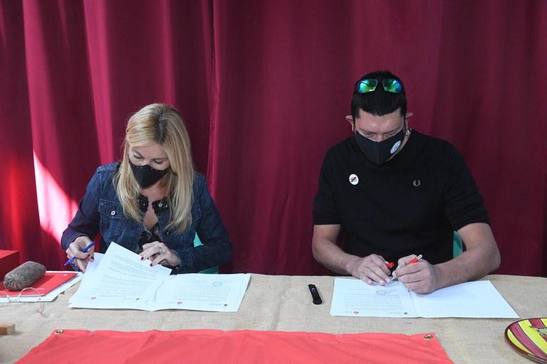 Acto de firma (foto: Ayuntamiento de Rubí - Localpres)