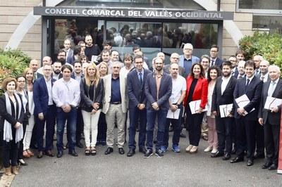 Los firmantes del pacto ante el Consejo Comarcal del Vallès Occidental (foto: CCVOC).