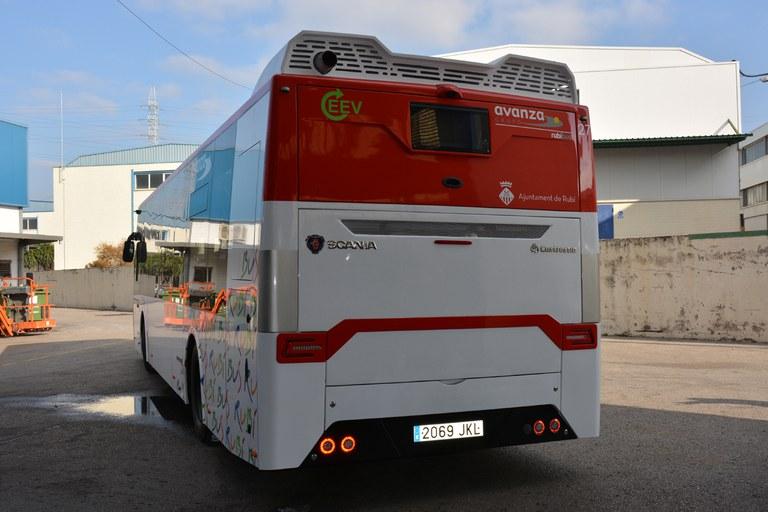 Estos vehículos cuentan con una cámara en la parte posterior para mejorar la visibilidad del conductor