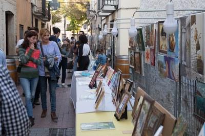 La alcaldesa con la presidenta de Sant Galderic a las paradas de pinturas (foto:Localpres).
