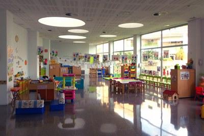 El espacio familiar Creixença está situado en la planta baja de la Biblioteca Municipal Mestre Martí Tauler.