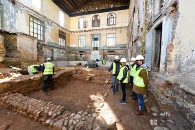 La alcaldesa y los concejales han visitado la obra este miércoles (foto: Ayuntamiento de Rubí - Localpres).