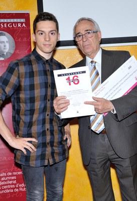 Josep López Moragas, alumno del Instituto L'Estatut, ha obtenido el Premio de investigación Miquel Segura por su trabajo 'El ressorgir del feixisme a Europa' (foto: Localpres)