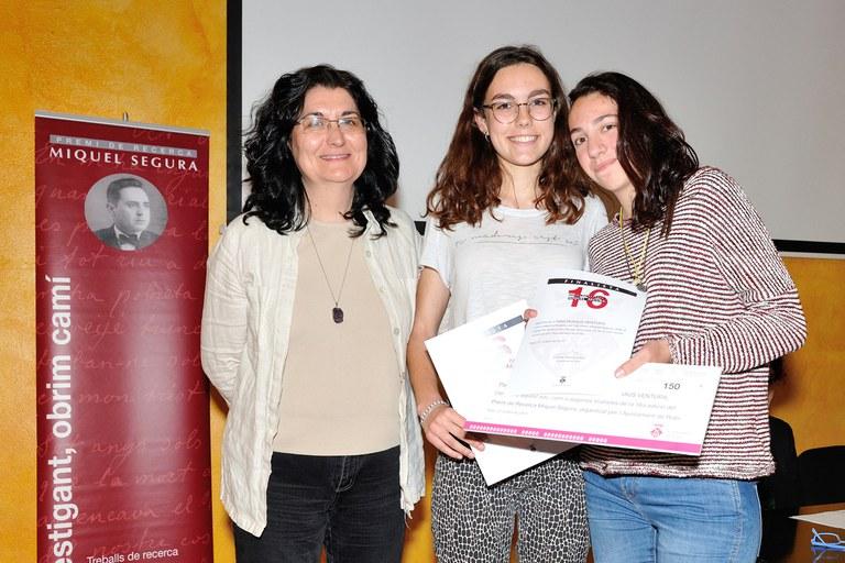 Dàlia Sánchez y Aina Buxaus, del Instituto Duc de Montblanc, han sido reconocidas como segundas finalistas (foto: Localpres)