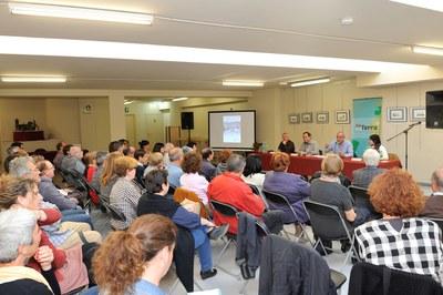 Unas ochenta personas han asistido a la charla sobre las masías de Rubí (foto: Localpres).