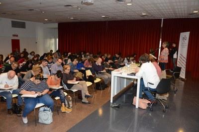 El 4º Dictado Solidario se ha celebrado este lunes en el auditorio de la Biblioteca Mestre Martí Tauler (foto: Localpres).