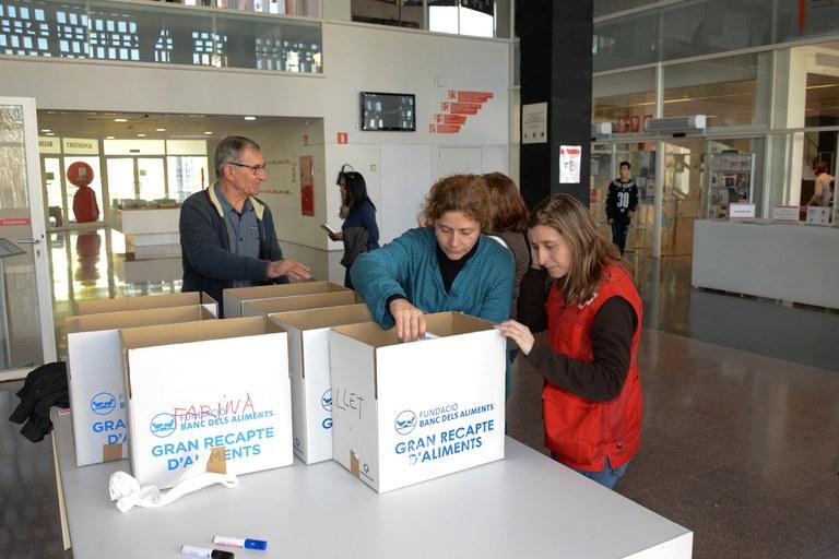 Durante el Dictado Solidario se ha llevado a cabo una recogida de productos de primera necesidad (foto: Localpres)
