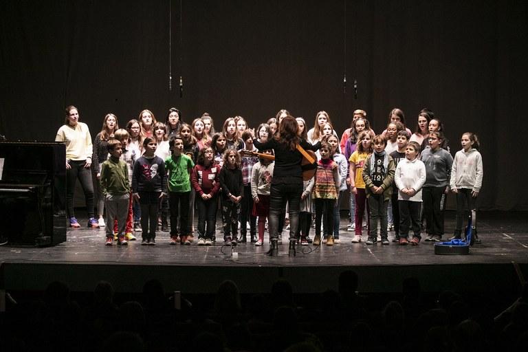 Los integrantes de las corales han interpretado tres piezas musicales (foto: Ayuntamiento – Lali Puig)