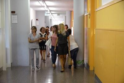 La alcaldesa y la concejala han visitado el instituto (foto: Localpres)