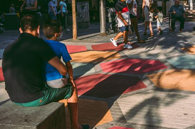 Tapiz de la plaza Pere Esmendia.