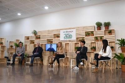 Mesa redonda con la alcaldesa y los/las concejales/as.